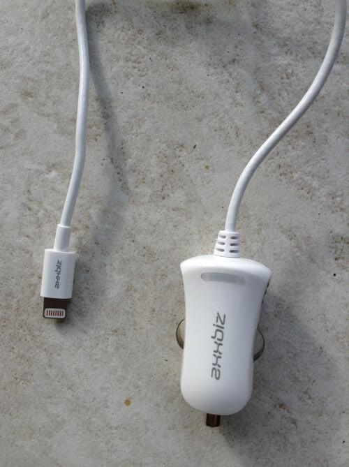 chargeur-voiture-e1440508327436-500x669 Test/review: Câble lightning et chargeur voiture Axxbiz