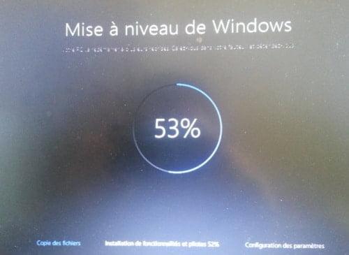 mise-a-niveau-windows-10-500x365 Windows 10: Ecran noir durant l'installation