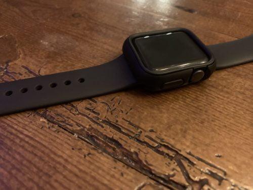 schwarze Apfeluhr Uhr