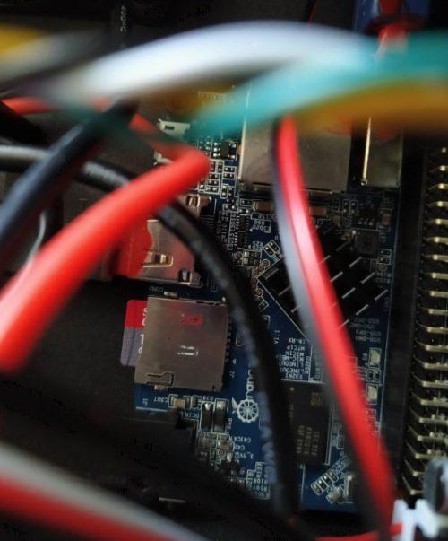 carte microsd inséré dans carte éléectronique