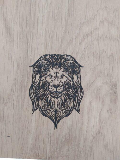 gravure laser sur bois lion point par point